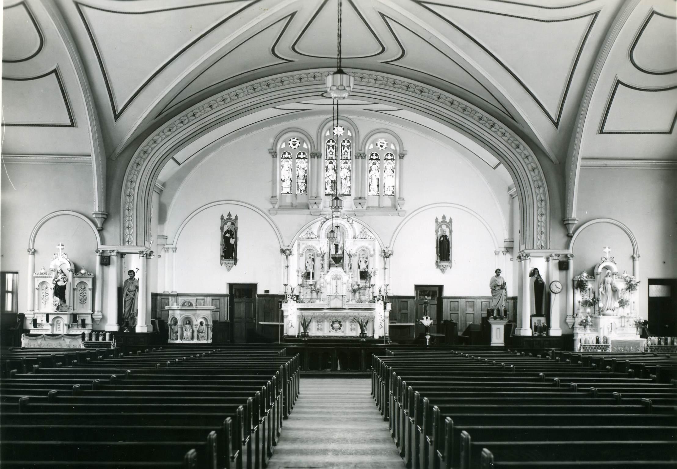Intérieur de l'église Ste Anne